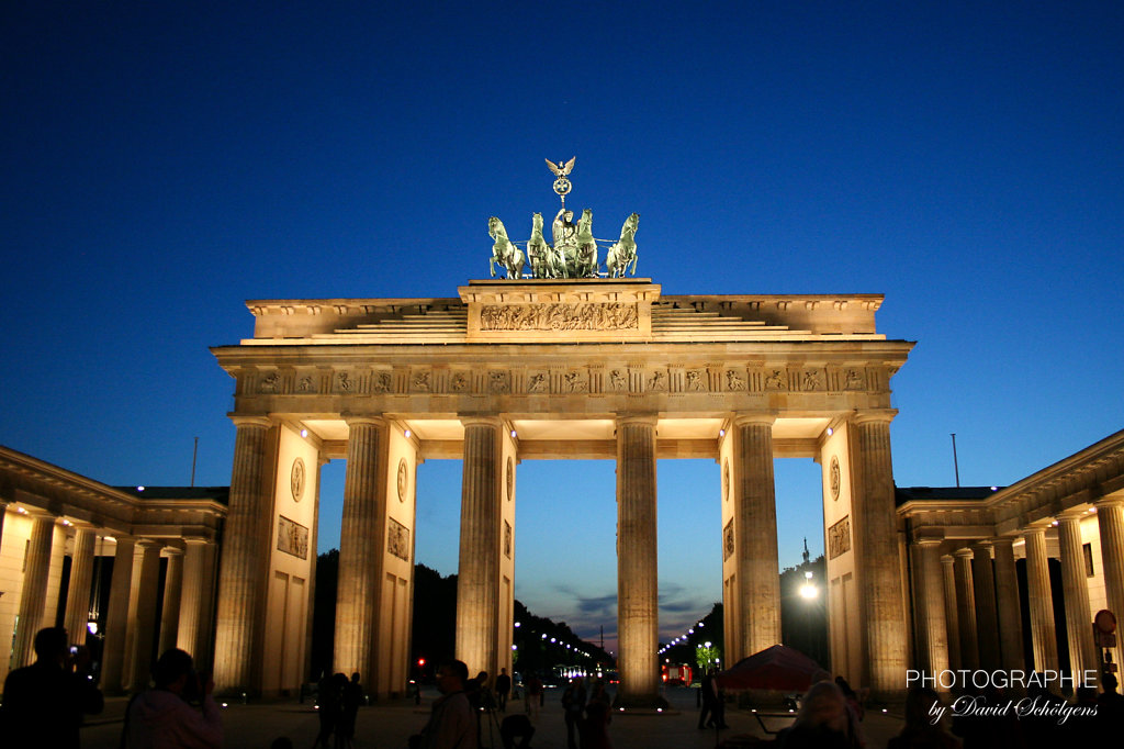 Brandenburger Tor bei Nacht / Brandenburg Gate at twilight hour